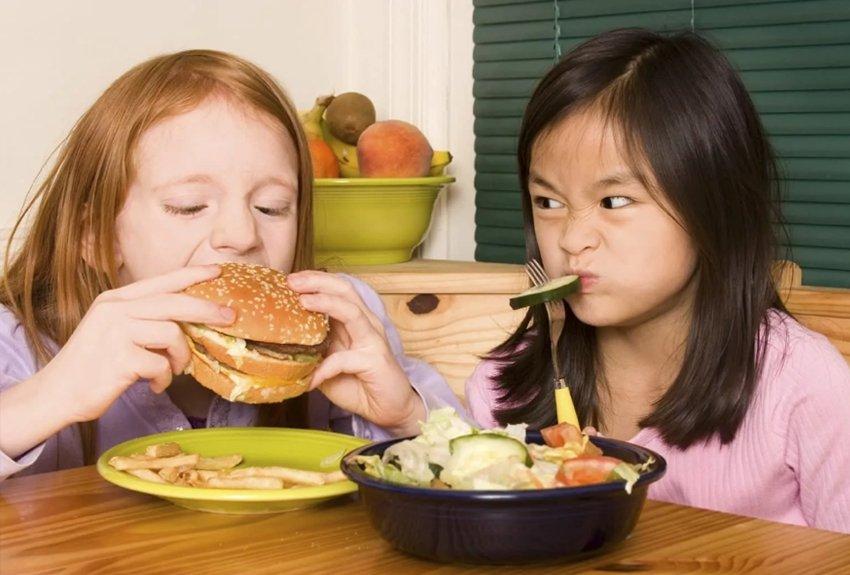 13 легких закусок на ночь, одобренных детьми, мамами и диетологами