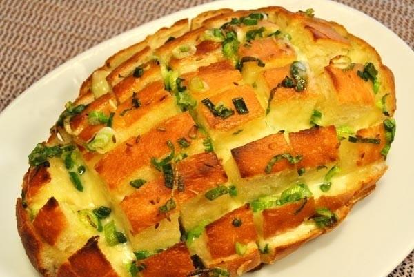 Луково-сырных хлеб
