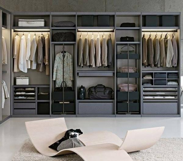 Большая современная гардеробная