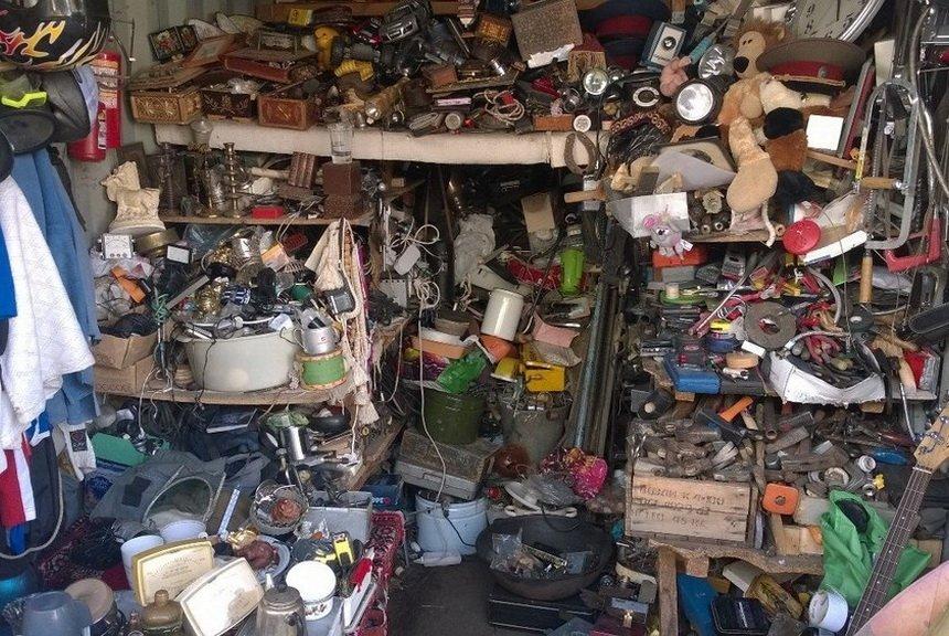 Захламленный гараж