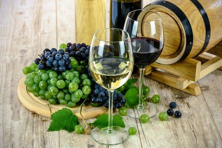 Ученые обрадовали: бокал вина или пива в день помогут предотвратить деменцию