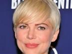 #7: Короткая прическа на волосы цвета «блонд» с мягкой челкой набок