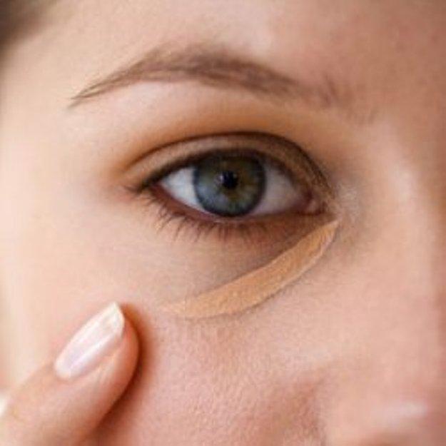 Как с помощью макияжа сделать морщины менее заметными thumbnail