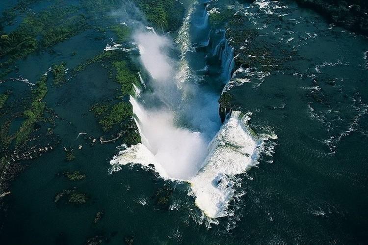 Водопады Игуасу или Глотка Дьявола на границе Аргентины и Бразилии