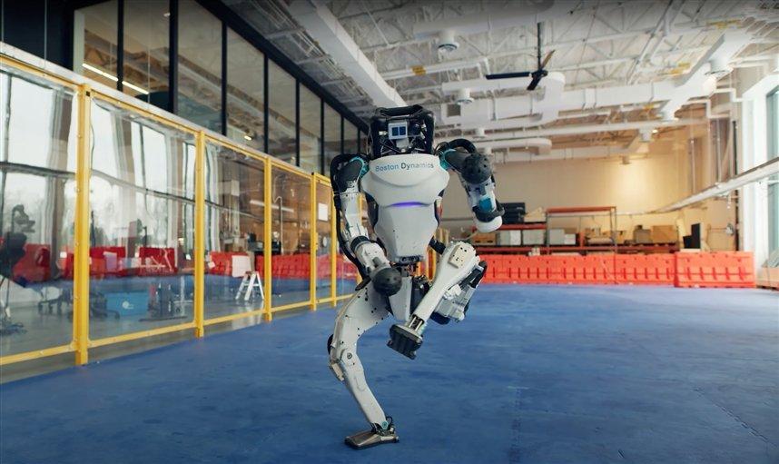 Новогоднее поздравление от Boston Dynamics
