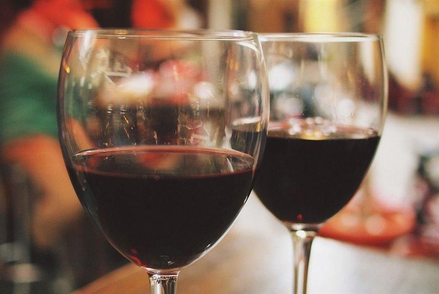 От пиона до клубники: о тонкостях выбора красного вина