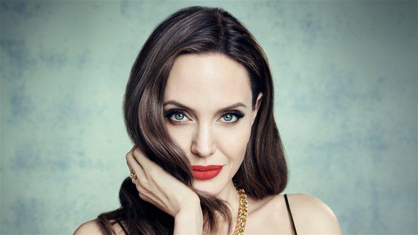 Факты из жизни Анджелины Джоли